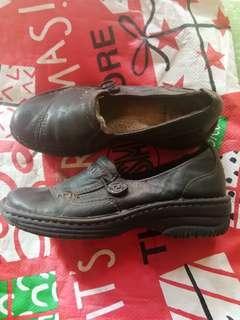 earth spirit leader shoes