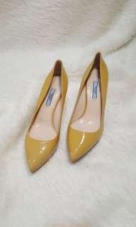 Prada medium heels auth
