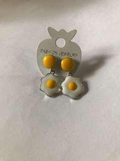 🚚 egg earrings
