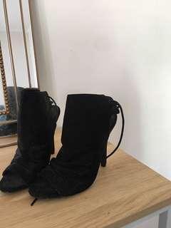 Heel boot