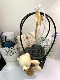 🚚 Mother's Day Crochet Rose Box