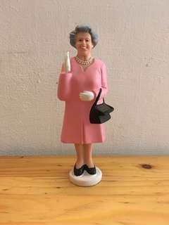 Kikkerland 英女皇 伊莉莎白二世 太陽能 擺手公仔