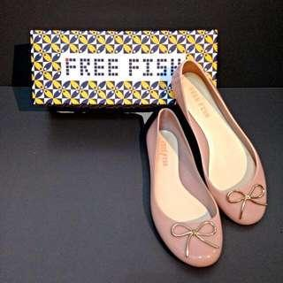 🚚 FREE FISH 裸色平底雨鞋 37號