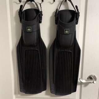 Technisub Stratos fins (size Large) with booties