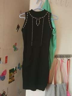 黑色背书长裙