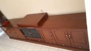 Meja rak tv dan hiasan panjang