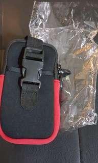 全新黑紅色實用手臂包