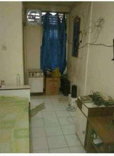 Tempat tidur dan dua lemari kecil bahan jati