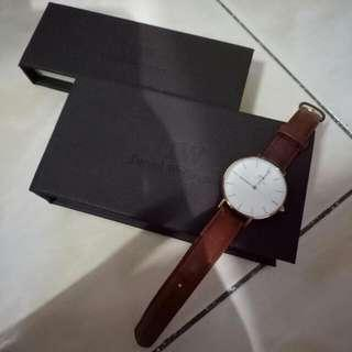 100% Genuine Daniel Wellington 28mm Gold Brown Strap Leather Watch + Black Leather Strap