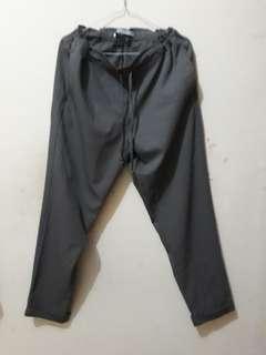 Celana Bahan abu