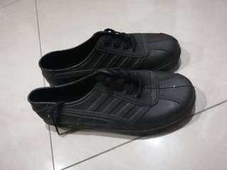 Rubber Shoe