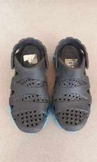 Sepatu anak rebook