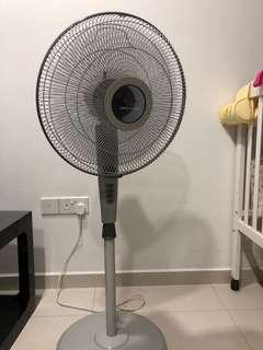 🚚 Standing Fan (Europace ESQ 316Q) with timer