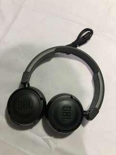 JBL T450BT Wireless Bluetooth on-ear Headphones