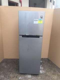 Samsung fridge 2dr 255L $200