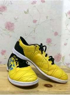 Sepatu futsal league 100 %