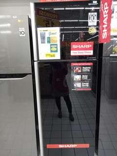 Kulkas Sharp bisa dicicil