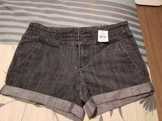BNWT Ladies Short - Size M