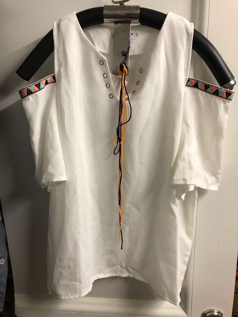 全新 $50 露肩女裝 民族風 民族衫