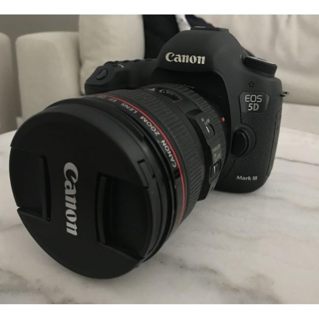 Almost Brand new Canon 5D Mark III + Canon 24-105mm lens + extra
