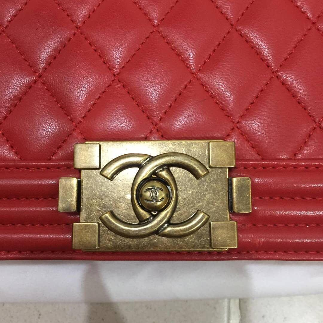 Chanel boy bag medium lambskin Authentic with no seri tasnya asli cakep bgt rare n murah 😋