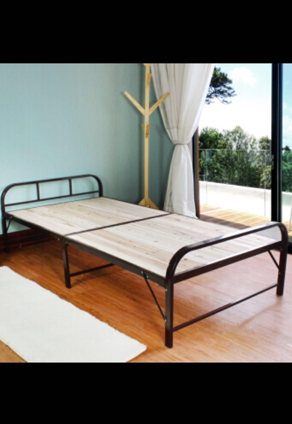 half off e8e14 4822f Instock Foldable bed frame (small single size ) 70cm*190cm ...
