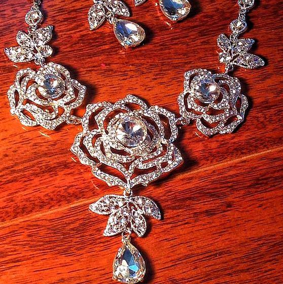 Necklace set new pick up from Derry Rd W, Mississauga, On