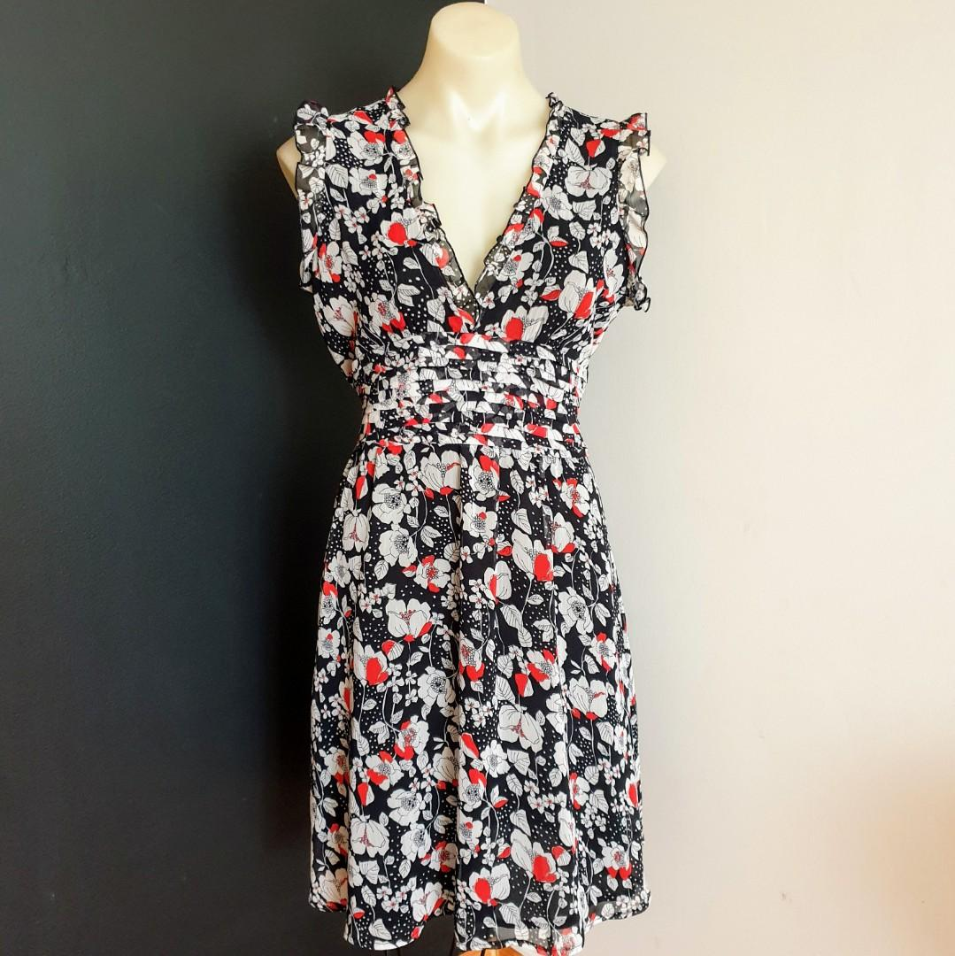 Women's size 12 'PORTMANS' Gorgeous black, white, red floral print dress-AS NEW