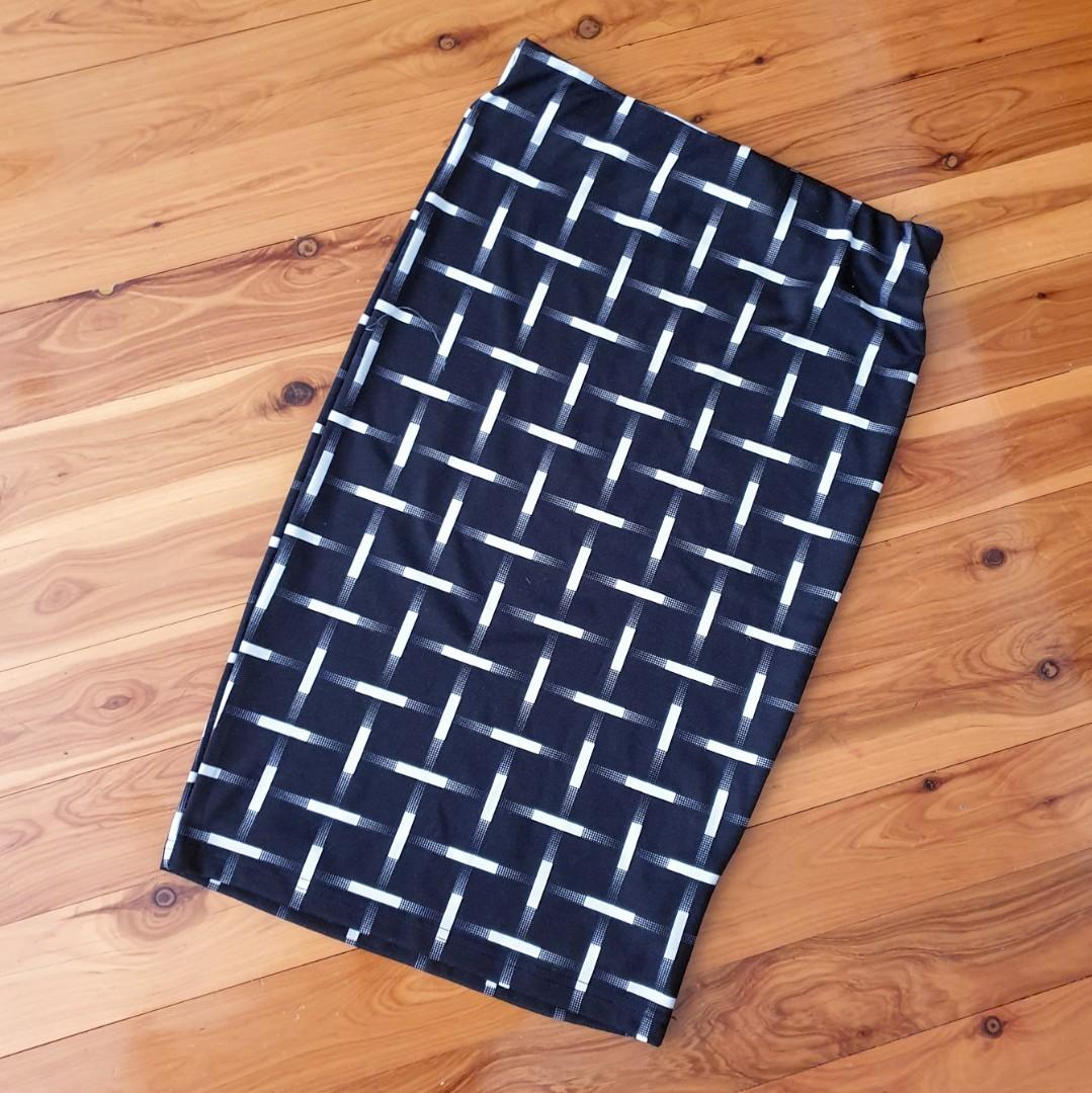 Women's size L 'PURE HYPE' Gorgeous black and white midi skirt - AS NEW