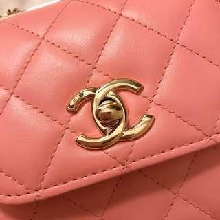 Chanel 櫻花金扣 mini chain bag