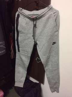 🚚 Nike科技棉褲