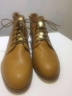 🚚 全新 手工真皮靴子