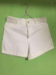 Celana Pendek Putih, hotpants (sekali pakai)