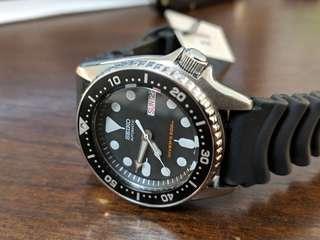 Seiko SKX013K1 Automatic Diver Watch Rubber Strap (SKX013 SKX 013)