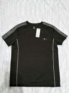 YULAB男性短袖運動上衣, 全新,胸48公分長68公分( 原價1180元) 最後1張是翻内面看車線