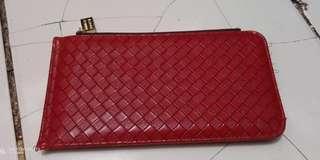 Dompet motif rotan merah