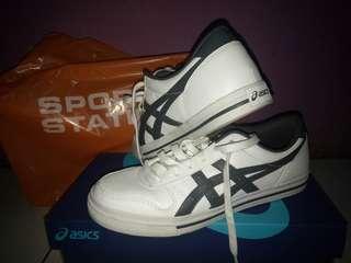 Assics shoes