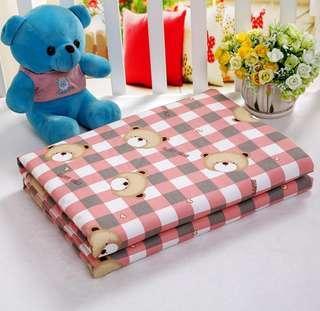 全新 粉格紋熊 棉質防水隔尿墊 尿布墊 生理期墊 寵物墊 嬰兒床尺寸