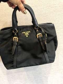 🚚 Prada Bag $400