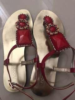 Sandals bebatuan
