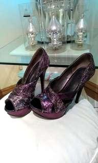 GUESS Size: 5 1/2M