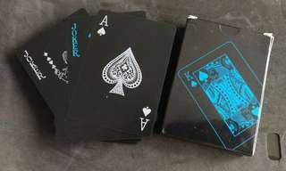 🚚 Black classy plastic poker cards