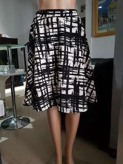 Rok motif hitam putih