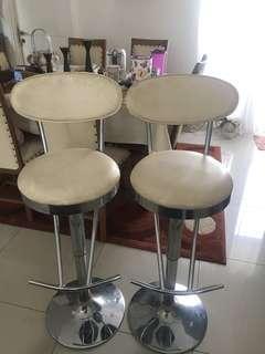 Meja bar + 2 stool Informa