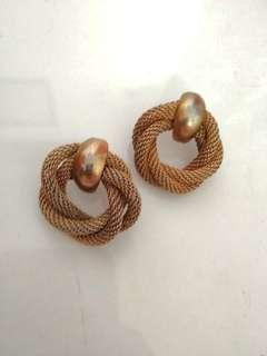 Anting glamor