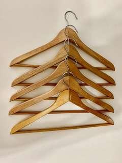 🚚 Wooden Hanger
