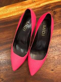 🚚 Neon pink pumps by Midi