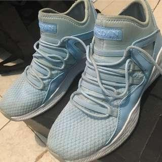 Sepatu basket jordan formula 23 high ice blue