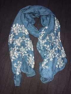 🚚 Floral scarf