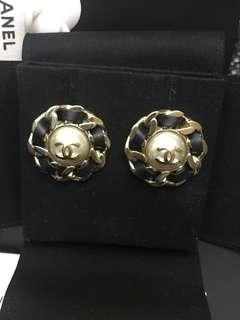 Chanel 淡金珍珠耳環